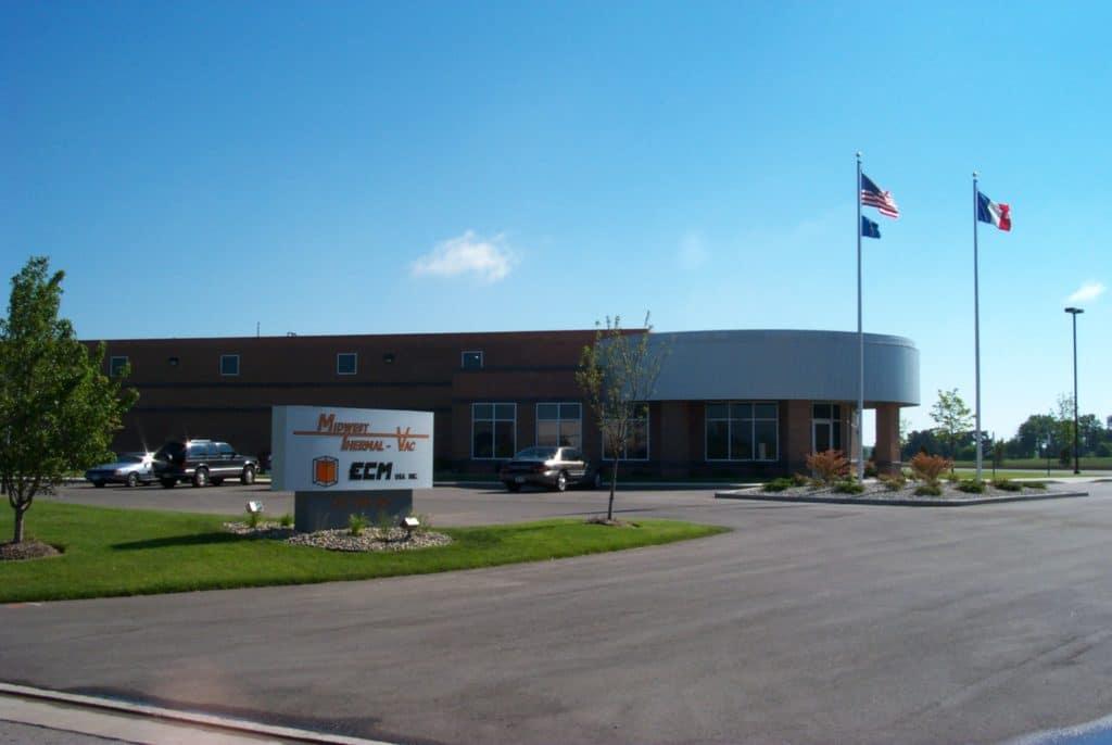 ECM EUA é fundada em Kenosha, Wisconsin.